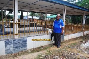 Mohd Pu'ad menunjukkan Makam Tok Tenang yang terdapat di Kampung Tenang