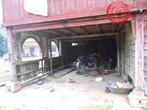 Kawasan bahagian bawah rumah atau dipanggil kolong.