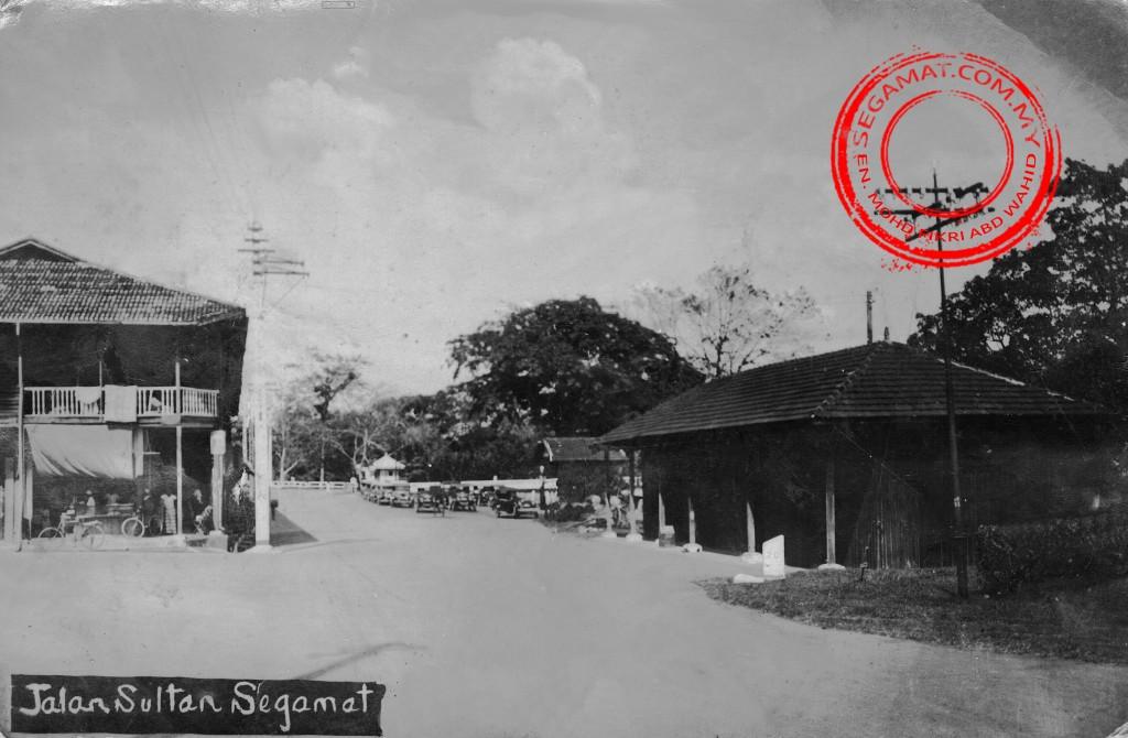 Gambar oleh: En. Mohd Fikri bin Abd Wahid | Jalan Sultan, Segamat pada tahun 1930