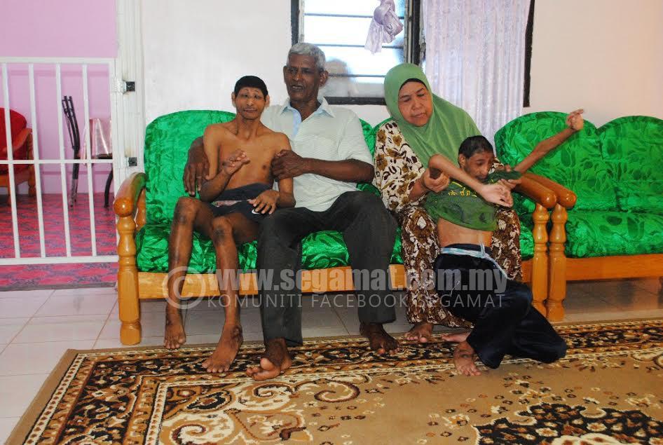Nasaruddin (dua,kiri) dan Kalthom sabar melayan kerenah anak-anaknya.