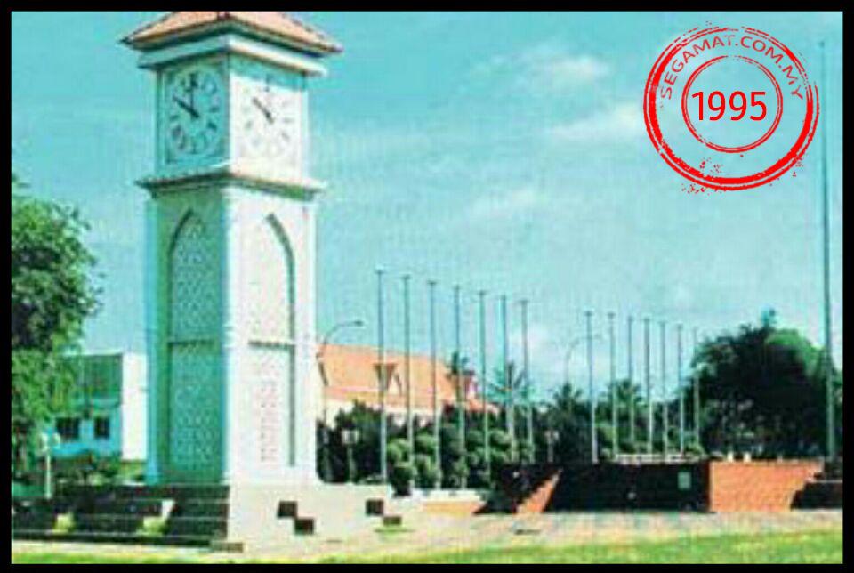 Dataran Segamat dan Menara Jam pada tahun 1995.
