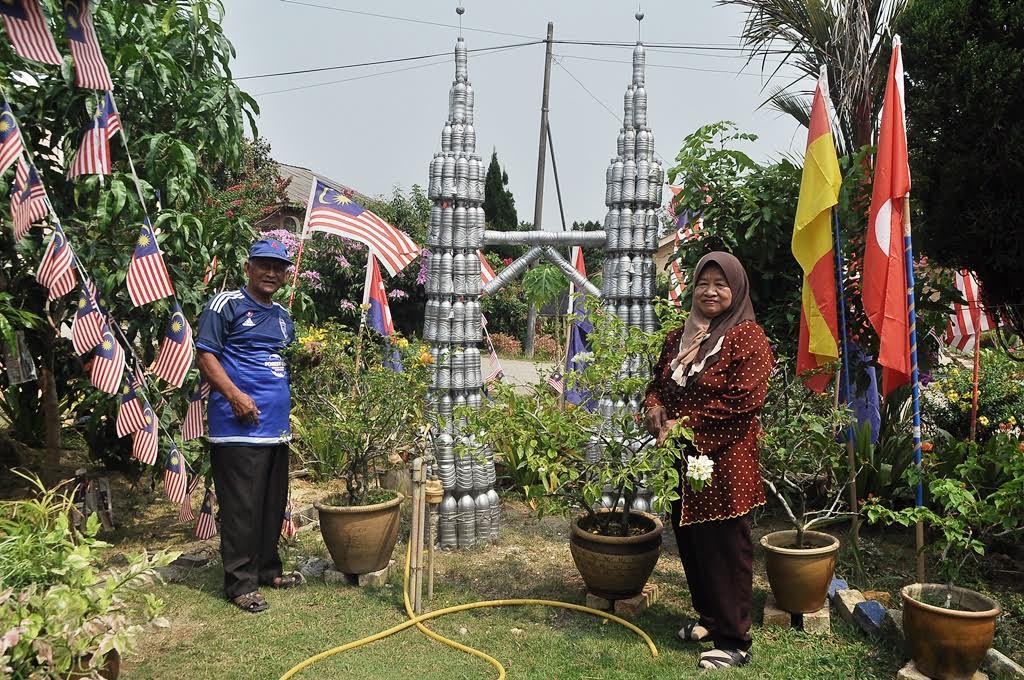 Replika Menara Berkembar Petronas turut dipasang
